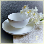 "Tasse ""Marcel"" (Bone china, porcelaine tendre)."