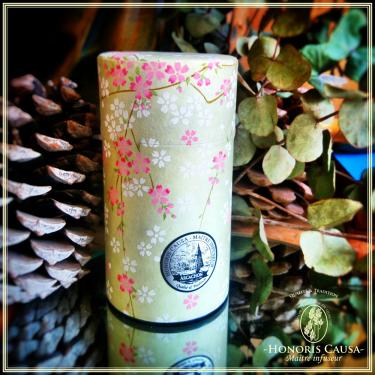 Boîte Harū à fleurs de Sakura, métal et papier washi